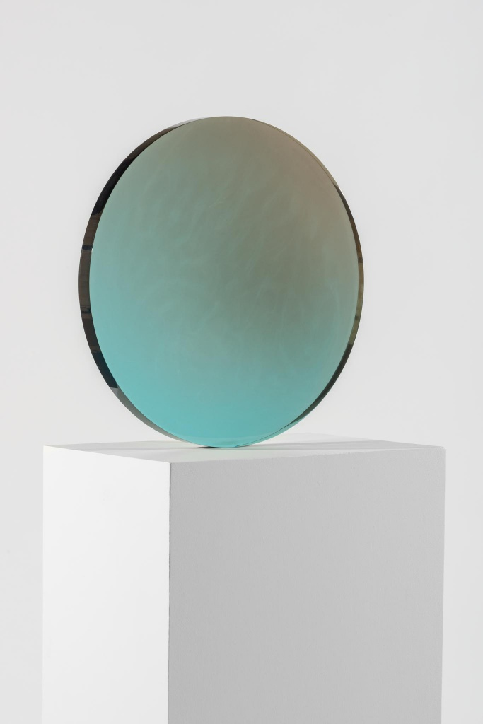 Schön ... DeWain Valentine, Circle Blue To Gray, 1970. Cast Polyester Resin
